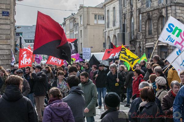 14h49, traditionnellement les Anarchistes, le C.N.T ferment la marche des cortèges, ici place Gambetta