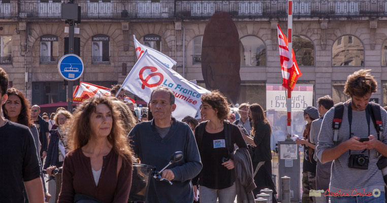 13h19 France insoumise / Parti Communiste français. Manifestation intersyndicale de la Fonction publique, place de la Comédie, Bordeaux. 10/10/2017