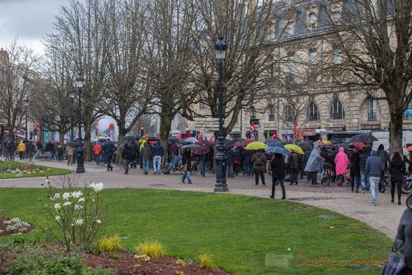 14h52, la manifestation contre l'avant-projet de loi Travail s'éloigne de le place Gambetta, Bordeaux