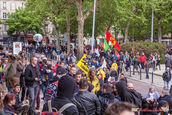 10h05 Les hommes et femmes affluent. Place de la République, Bordeaux. 01/05/2018