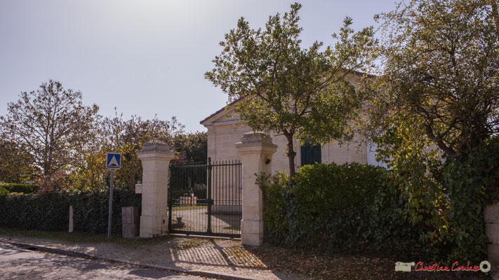 Ancienne école des filles (1881), à droite avenue de Guyenne, à gauche avenue de Moutille, Cénac, Gironde. 16/10/2017
