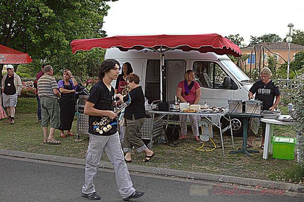 Elève du Big Band Jazz du Collège Eléonore de Provence, restauration sur place. Festival JAZZ360 2012, Cénac, 08/06/2012