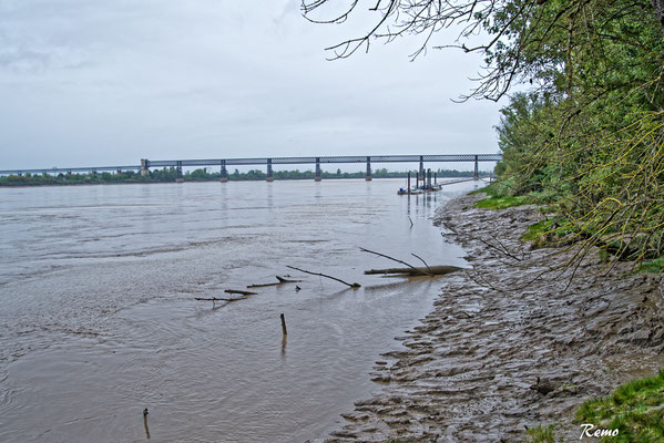 Rivage de la Garonne et pont ferroviaire Lebrun, Dayde et Pile, Cubzac-les-ponts. Samedi 26 septembre 2020. Photographie HDR © Raymond Joubert