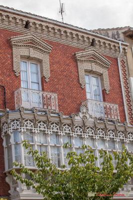 Façade d'une maison, place Carlos III le Noble, Olite, Navarre / Fachada de una casa, plaza Carlos III el Noble, Olite, Navarra