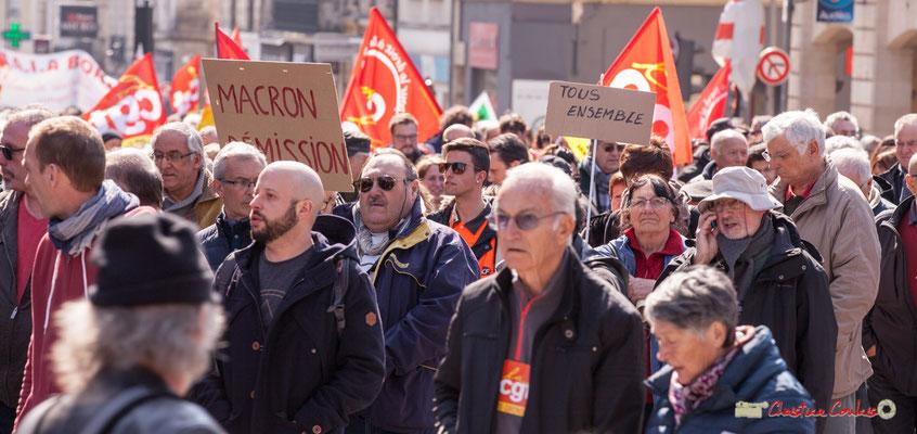 """14h21 """"Macron démission"""" """"Tous ensemble"""" Manifestation intersyndicale de la Fonction publique/cheminots/retraités/étudiants, place Gambetta, Bordeaux. 22/03/2018"""