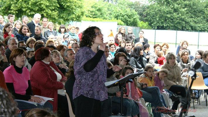 Enseignante de Cénac, cheffe de cœur de la chorale jazz des écoles de la CDC des Portes de l'Entre-Deux-Mers. Festival JAZZ360 2010, Cénac. 12/05/2010