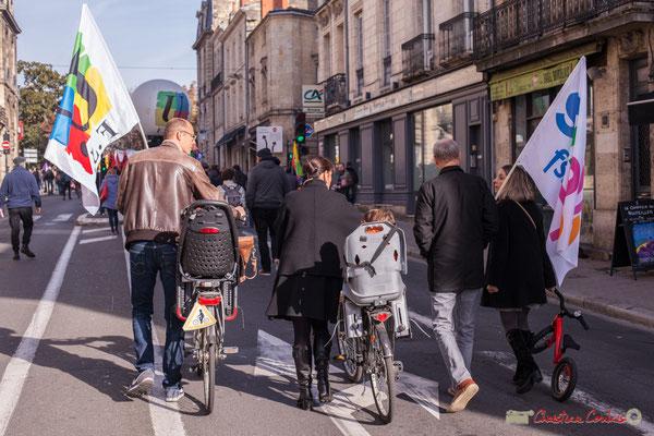 Au FSU, on y vient en vélo-famille. Manifestation intersyndicale contre les réformes libérales de Macron. Rue du Dr Charles Nancel Penard, Bordeaux, 16/11/2017