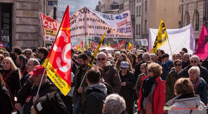 """14h46 CGT Ford Blanquefort """"Luttons tous ensemble. Sauvons les emplois"""" Manifestation intersyndicale de la Fonction publique/cheminots/retraités/étudiants, place Gambetta, Bordeaux. 22/03/2018"""