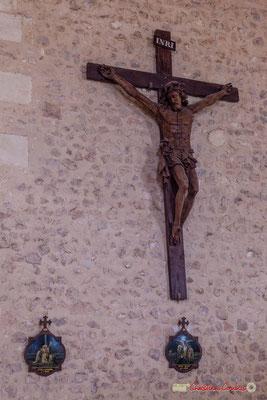"""""""Les visites épiscopales de 1610 et 1762 font état d'un grand crucifix en bois polychrome. Le Cardinal de Sourdis demande de le repeindre; une restauration de la fin du XIXème siècle a décapée le Christ"""" (Cénac en Entre-Deux-Mers) 11/05/2018"""