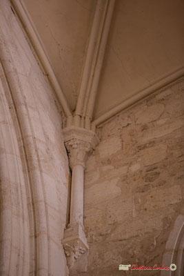 Détail d'une colonne de l'abside. Eglise Saint-André, Cénac. 11/05/2018