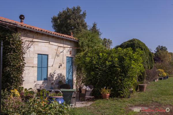 Maison de vigneron, au sein du vignoble du Clos Montagne, depuis l'avenue du bois de filles, Cénac, Gironde. 16/10/2017