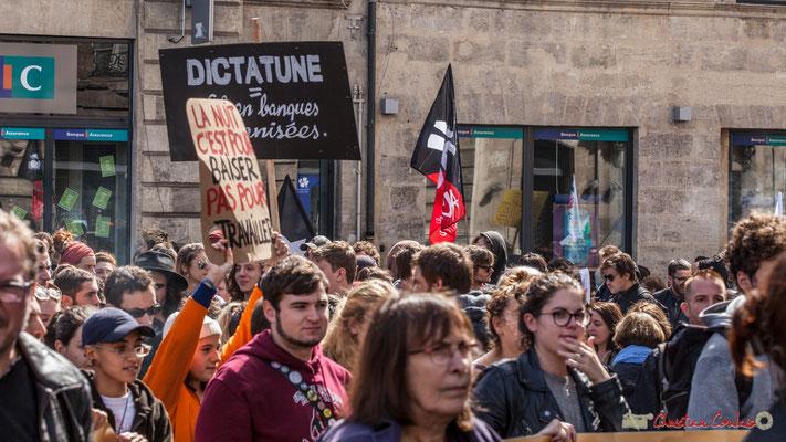 """""""Macron t'ai foutu la jeunesse est dans la rue"""" slogan non entendu. Manifestation contre la réforme du code du travail. Place Gambetta, Bordeaux, 12/09/2017"""