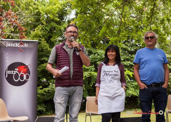 François Sick, responsable de l'exploitation présente la manifestation en compagnie de la cuisinière philippine, de Richard Raducau, Président de JAZZ360. Festival JAZZ360 2019, Château Duplessy, Cénac, lundi 10 juin 2019