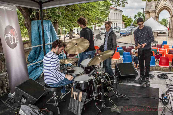 C'est Charlotte Leric et ses stagiaires qui assure les mixages des sons en extérieur. Festival JAZZ360 2016, Camblanes-et-Meynac