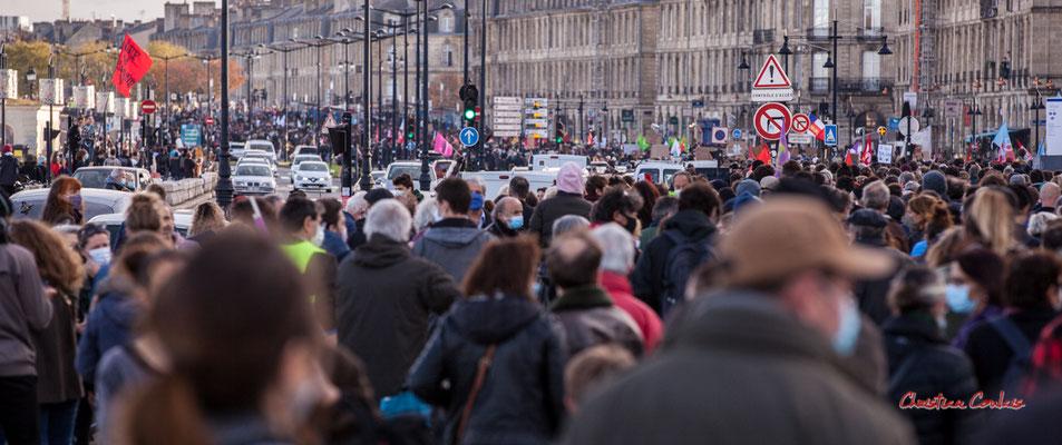 15h08 depuis la fin du cortège, la manifestation contre la Sécurité globale est déjà cours Victor Hugo.  Samedi 28 novembre 2020, Bordeaux. Photographie © Christian Coulais