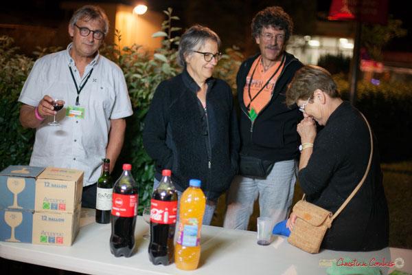 Richard Raducanu, Président de l'Association JAZZ360, Michèle et Philippe Constans, Maryse Pinol qui relâchent. Après-concert, Festival JAZZ360, 09 juin 2017