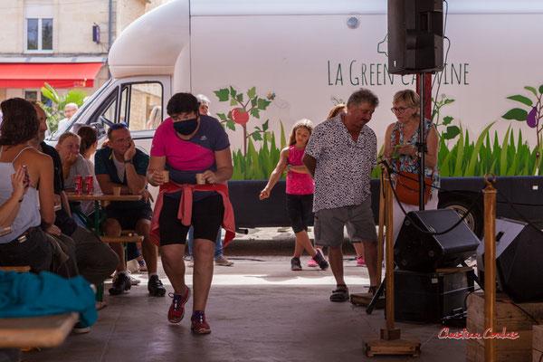 """""""P'tit café pour terminer"""" Halte méridienne à la halle de Frontenac. Ouvre la voix, samedi 4 septembre 2021. Photographie © Christian Coulais"""