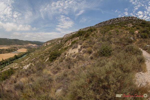 2/3  Vue de la vallée et du plateau en aval de la Foz de Lumbier, Navarra