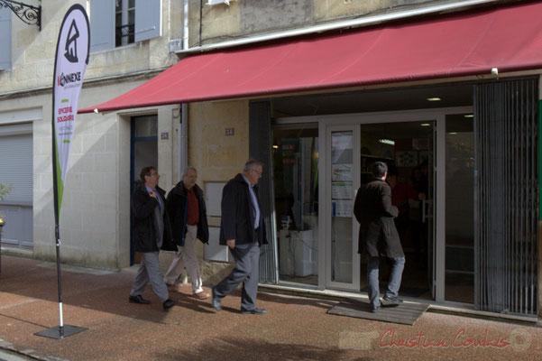 Jean-Marie Darmian, Daniel Coz arrivent à l'annexe de la Cabane, 38, rue Amaury de Craon à Créon. 13 mars  2015