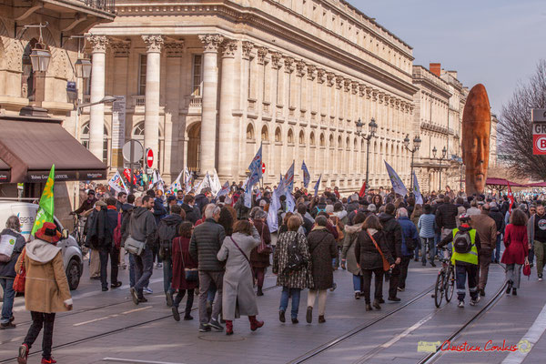 Du cours de l'Intendance, la Manifestation intersyndicale de la Fonction publique/cheminots/retraités/étudiants, arrive place de la Comédie, Bordeaux. 22/03/2018