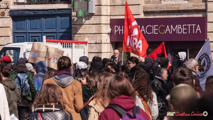14h43 Nouveau Parti Anticapitaliste. Manifestation intersyndicale de la Fonction publique/cheminots/retraités/étudiants, place Gambetta, Bordeaux. 22/03/2018