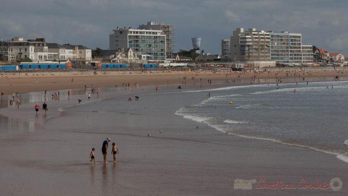 Plage océanique depuis la jetée de la Garenne. Saint-Gilles-Croix-de-Vie, Vendée, Pays de la Loire