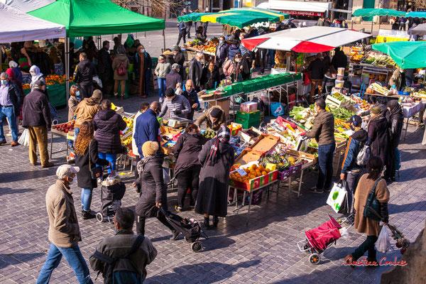 """3/3 """"Etal de fruits et légumes"""" Marché Saint-Michel, Bordeaux. Samedi 6 mars 2021. Photographie © Christian Coulais"""