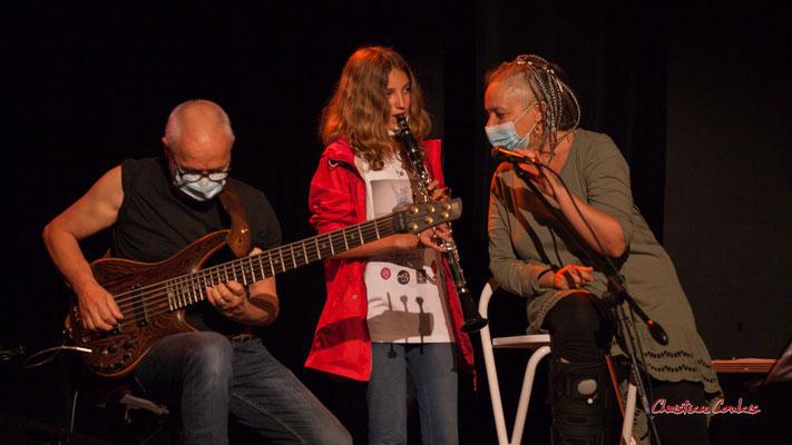 Création musicale Siladigueron. Jack Tocah, la clarinettiste Louise, Carole Simon-Tocah. Lundi 7 juin 2021, Cénac. Photographie © Christian Coulais
