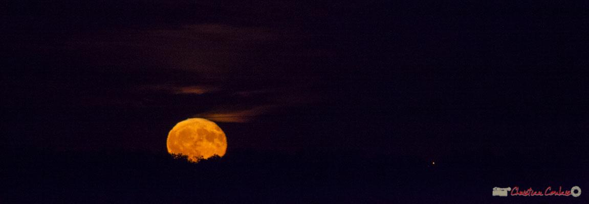 20h28. Lever de lune sur Cénac. 06/10/2017