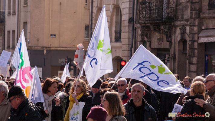 15h04 F.C.P.E. Manifestation intersyndicale de la Fonction publique/cheminots/retraités/étudiants, place Gambetta, Bordeaux. 22/03/2018