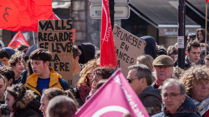 """14h23 """"Valls regarde se lever la colère"""", place Gambetta"""