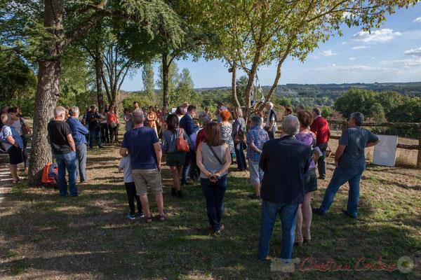 Une centaine de personnes écoutent avec attention les propos détaillés et techniques de Jean Leblanc. Saint-Genès-de-Lombaud, Gironde