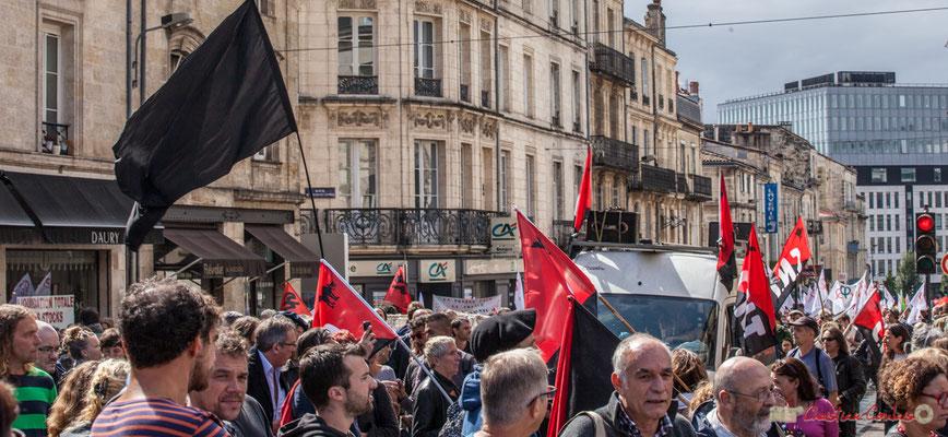 Le cortège du C.N.T. et sa sono (excellente programmation) arrive. Manifestation contre la réforme du code du travail. Place Gambetta, Bordeaux, 12/09/2017