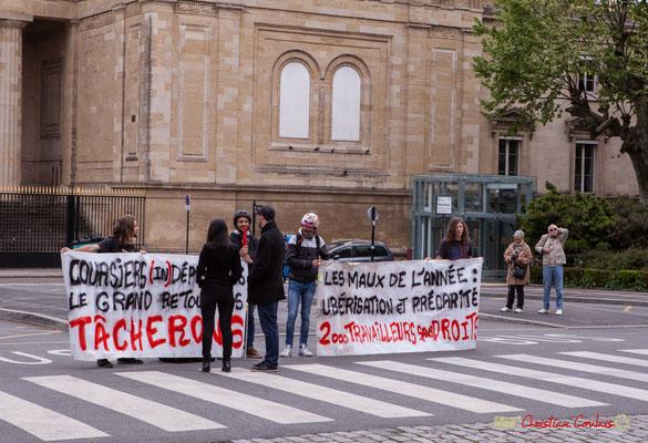 9h45 Les coursiers et coursières expriment leur colère. Place de la République, Bordeaux. 01/05/2018