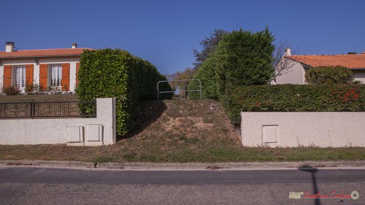 Liaison douce qui pourrait être améliorée pour l'usage d'un plus large public. Avenue du bois du moulin, Cénac, Gironde. 16/10/2017