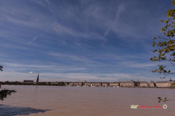 Le port de la Lune est le nom familièrement donné au port de Bordeaux, du fait d'un large méandre en forme de croissant que décrit la Garonne... 22/06/2019 Reproduction interdite - Tous droits réservés © Christian Coulais