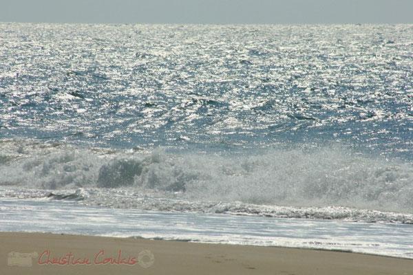 Sable et vagues. Plage du Petit-Nice de Pyla-sur-Mer, route de Biscarrosse, forêt domaniale de La Teste-de-Buch