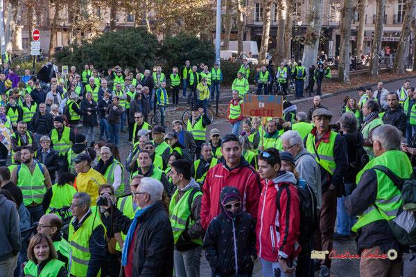 """""""Le peuple en colère"""" Manifestation nationale des gilets jaunes. Place de la République, Bordeaux. Samedi 17 novembre 2018"""