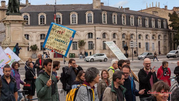 """""""Peuple bon pour l'esclavage"""" Manifestation intersyndicale, Bordeaux, mardi 5 octobre 2021. Photographie © Christian Coulais"""