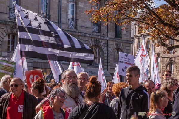 """13h02 """"Et vive la Bretagne insoumise"""" Manifestation intersyndicale de la Fonction publique, place Gambetta, Bordeaux. 10/10/2017"""