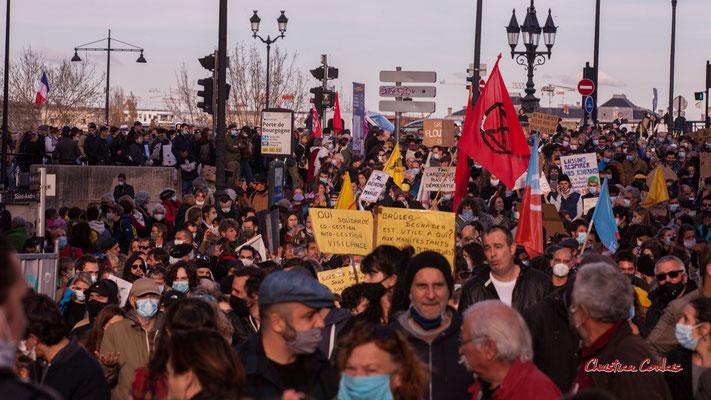 Manifestation contre la loi Sécurité globale. Samedi 28 novembre 2020, place Bir-Hakeim, Bordeaux. Photographie © Christian Coulais