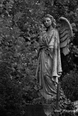 Un des deux anges, calvaire de Verdelais (1855-1868). 28/09/2019. Photographie © Gaël Moignot