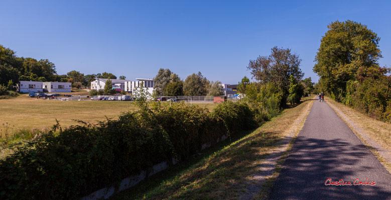 """""""Site de l'Aérocampus"""" De Citon-Cénac au château de Latresne; 5km. Ouvre la voix, dimanche 5 septembre 2021. Photographie © Christian Coulais"""