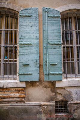 """49 """"Côte à côte"""", fenêtre, Arles"""