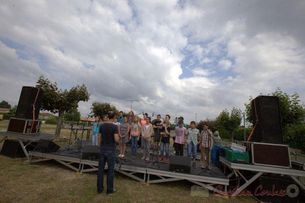 Les classes primaires de l'école du Tourne balancent. Festival JAZZ360, Cénac, 12/06/2015