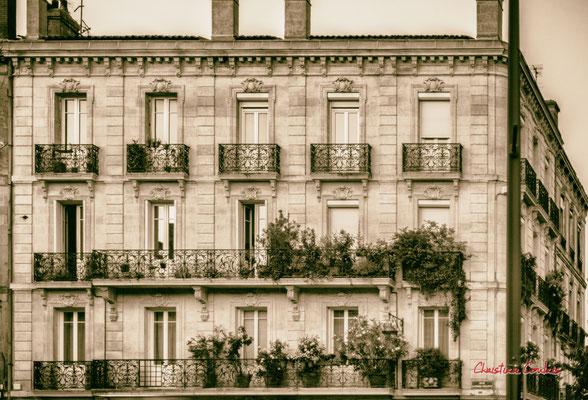 """""""Les blacons fleuris c'est plus joli"""" Quartier Saint-Michel, Bordeaux. Mercredi 24 juin 2020. Photographie © Christian Coulais"""