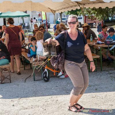 Les randonneurs / randonneuses sont à l'heure, après avoir marché de Cénac à Quinsac. Festival JAZZ360, 11/06/2017