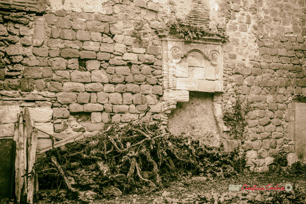 """""""Flambée à venir"""" Cheminée du Relais de Poste Henri IV. Cité médiévale de Saint-Macaire. 28/09/2019. Photographie © Christian Coulais"""
