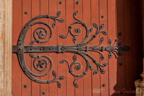 16b Détail de ferronnerie. Portail de l'Église Saint-Trophime (fin du XIIème siècle)