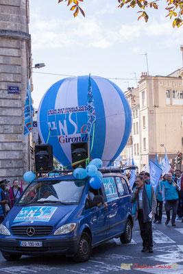 """U.N.S.A. """"La classe, même le fourgon Mercedes est bleu !"""" Manifestation intersyndicale de la Fonction publique, place Gambetta, Bordeaux. 10/10/2017"""